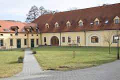 zámek Odlochovice_malé nádvoří (2)